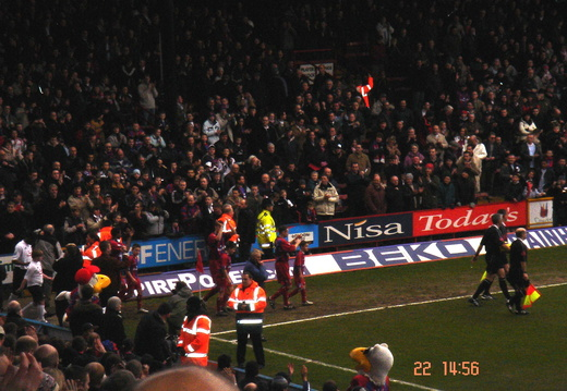 01 Hughes leads team out 1