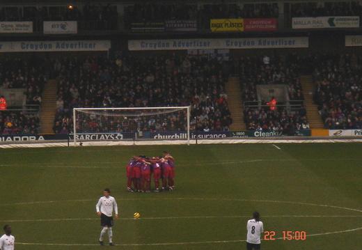 08 Team huddle