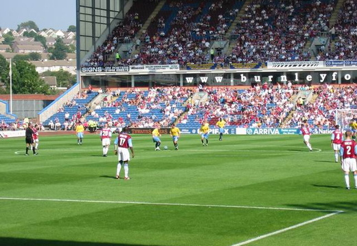 20 Palace kick off the 2nd half