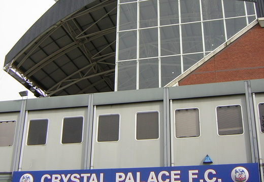 040 Aforementioned important building with the Holmesdale in the background