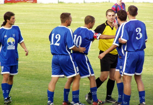 11 torre players protest after red card